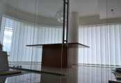Zastínění kanceláří panelovými posuvnými stěnami