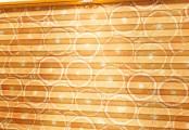 Detail oranžové plisé žaluzie